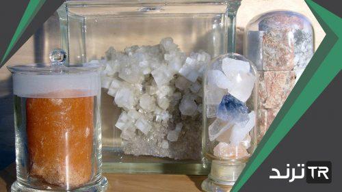 تتكون صيغة الملح المائي من صيغة المركب الأيوني وعدد جزيئات ماء التبلور المرتبطة بوحدة الصيغة